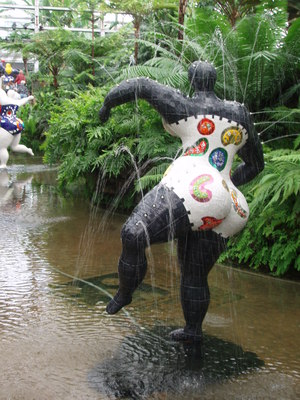 Nikki de St.Phalle Exibition in the botanic garden in Chicago
